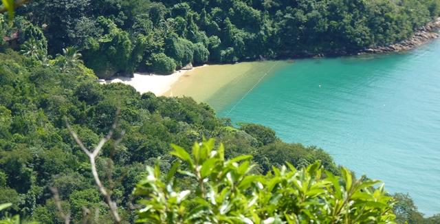 Abraaozinho Beach in Ilha Grande