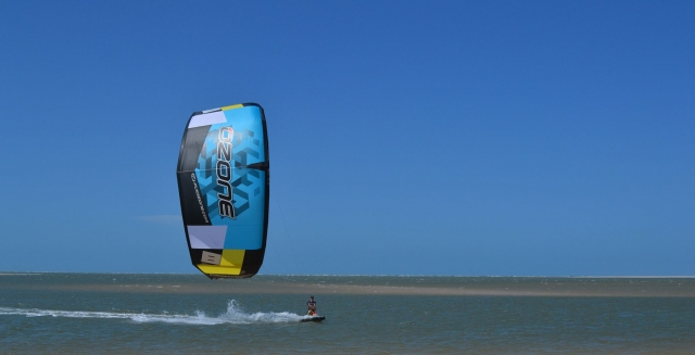 Kite Surfing, Atins