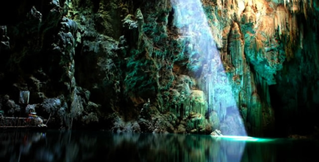 Explore the spetacular cave and underground lake of Anhumas Abyss