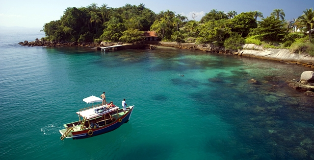 Boat tour around Paraty Bay