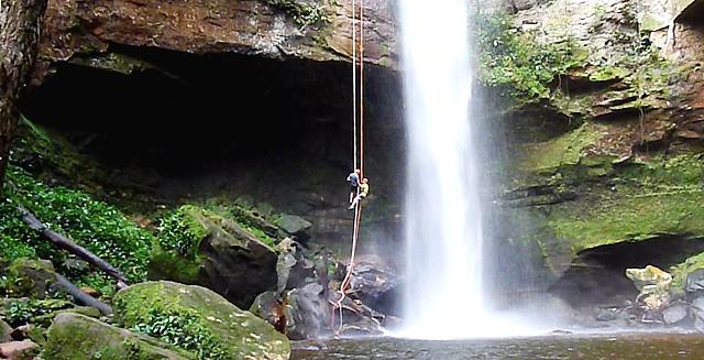 Rapelling, Taquaruçu Waterfall - Tocantins
